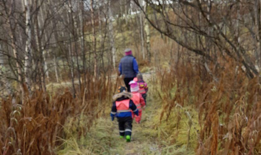 Beskyttet: Dagbruddet på tur til lekeplassen :)